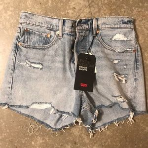 Levi's NWT Wedgie Shorts distressed light wash